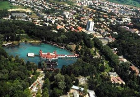 Luftaufnahme-Heviz-Thermalsee