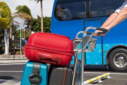 Ankunft im Urlaub mit Koffer