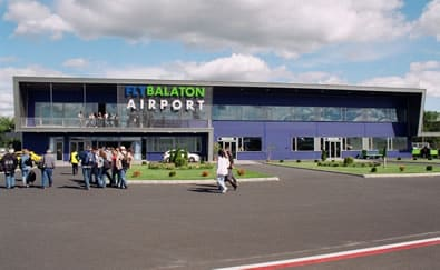 Fly Balaton Flughafen Sarmellek